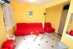 Студия (гостиная+кухня). Черногория, Рафаиловичи : Студия на 1 этаже в 150 метрах от песчаного пляжа в Рафаиловичах