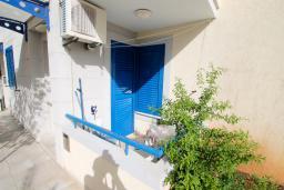 Терраса. Черногория, Рафаиловичи : Студия на 1 этаже в 150 метрах от песчаного пляжа в Рафаиловичах
