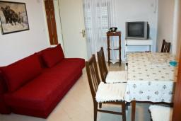 Гостиная. Черногория, Рафаиловичи : Апартамент с видом на море, 70 метров от пляжа