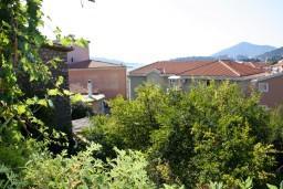 Вид на море. Черногория, Рафаиловичи : Апартамент с видом на море, 70 метров от пляжа