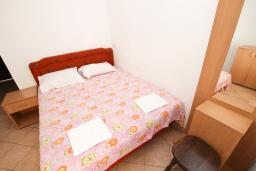 Спальня 2. Черногория, Рафаиловичи : Апартаменты на 4-5 персон с видом на море, 2 спальни, 50 метров от пляжа