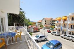 Вид. Черногория, Рафаиловичи : Апартаменты на 4-5 персон с видом на море, 2 спальни, 50 метров от пляжа