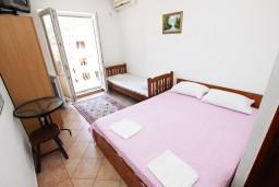 Студия (гостиная+кухня). Черногория, Рафаиловичи : Студия с видом на море, 50 метров от пляжа
