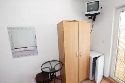 Гардеробная / шкаф. Черногория, Рафаиловичи : Студия с видом на море, 50 метров от пляжа