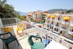 Вид на море. Черногория, Рафаиловичи : Студия с видом на море, 50 метров от пляжа