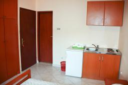 Студия (гостиная+кухня). Черногория, Бечичи : Студия в Бечичи с балконом