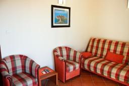 Гостиная. Черногория, Бечичи : Двухкомнатный апартамент с балконом и видом на море
