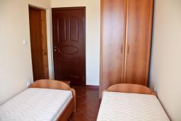 Спальня. Черногория, Бечичи : Большой апартамент 45м2 с джакузи, огромным балконом-террасой с неповторимым видом на море и Рафаиловичи