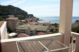 Вид на море. Черногория, Бечичи : Большой апартамент 45м2 с джакузи, огромным балконом-террасой с неповторимым видом на море и Рафаиловичи