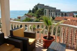 Вид. Черногория, Бечичи : Большой апартамент 45м2 с джакузи, огромным балконом-террасой с неповторимым видом на море и Рафаиловичи
