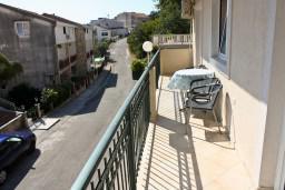 Балкон. Черногория, Бечичи : Люкс апартамент 2 спальни 90м2 в Бечичи, 2 ванные комнаты