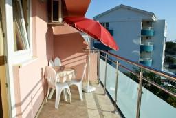 Балкон. Черногория, Бечичи : Апартамент в Бечичи с балконом с видом на море