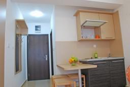 Кухня. Черногория, Бечичи : Студия в Бечичи с видом на море