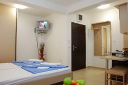 Студия (гостиная+кухня). Черногория, Бечичи : Студия в Бечичи в 200 метрах от моря