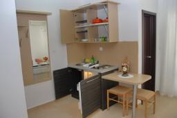 Кухня. Черногория, Бечичи : Студия в Бечичи в 200 метрах от моря