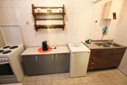 Кухня. Черногория, Бечичи : Апартаменты на 6 персон, 2 отдельные спальни