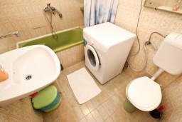 Ванная комната. Черногория, Бечичи : Апартаменты на 6 персон, 2 отдельные спальни