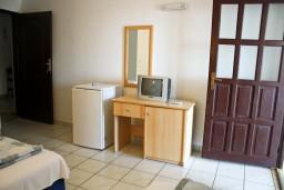 Гостиная. Черногория, Бечичи : Апартамент с отдельной спальней и с видом на море