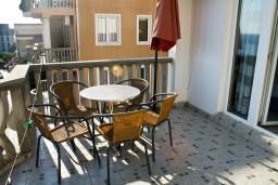 Балкон. Черногория, Бечичи : Апартамент с отдельной спальней и с видом на море