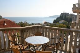Вид на море. Черногория, Бечичи : Апартамент с отдельной спальней и с видом на море