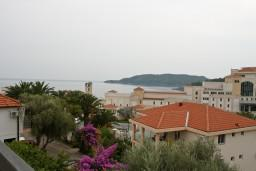 Вид на море. Черногория, Бечичи : Апартаменты с балконом с видом на море