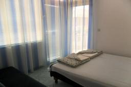 Черногория, Бечичи : Комната на 3 персоны с кондиционером, с видом на море