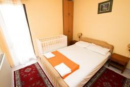 Спальня 2. Черногория, Пржно / Милочер : Апартаменты на 4-6 персон, 2 спальни, 50 метров от пляжа