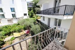 Балкон. Черногория, Пржно / Милочер : Апартаменты на 4-6 персон, 2 спальни, 50 метров от пляжа