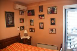 Спальня. Черногория, Пржно / Милочер : Апартаменты на 5 персон, 3 спальни, 20 метров от пляжа