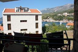 Вид на море. Черногория, Пржно / Милочер : Апартаменты на 5 персон, 3 спальни, 20 метров от пляжа
