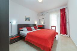 Спальня. Черногория, Пржно / Милочер : Апартаменты на 6 персон, 2 спальни, с видом на море