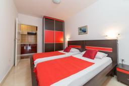 Спальня 2. Черногория, Пржно / Милочер : Апартаменты на 6 персон, 2 спальни, с видом на море