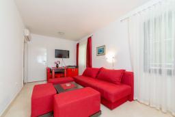 Гостиная. Черногория, Пржно / Милочер : Апартаменты на 6 персон, 2 спальни, с видом на море
