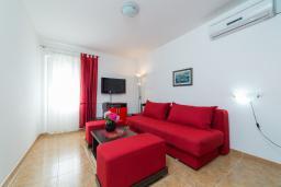 Гостиная. Черногория, Пржно / Милочер : Апартамент в Пржно с видом на море