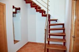 Коридор. Черногория, Пржно / Милочер : Апартаменты на 6 персоны, 3 спальни, 50 метров от пляжа