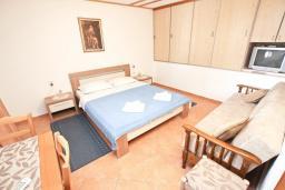 Студия (гостиная+кухня). Черногория, Пржно / Милочер : Студия на 3 персоны