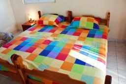 Спальня. Черногория, Каменово : Апартаменты для 4-5 человек, с отдельной спальней, с балконом с видом на море