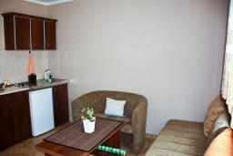 Гостиная. Черногория, Каменово : Апартамент с видом на море, 100 метров от пляжа