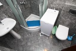Ванная комната. Черногория, Каменово : Апартамент на 4-6 персоны, с 2-мя отдельными спальнями, с балконом с видом на море