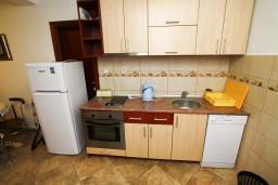 Кухня. Черногория, Каменово : Люкс апартамент для 4-6 человек, с 2-мя спальнями и полностью оборудованной кухней