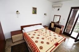 Спальня. Черногория, Каменово : Люкс апартамент для 4-6 человек, с 2-мя спальнями и полностью оборудованной кухней