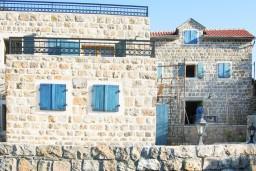 Каменный 3-х этажный дом на Луштице с видом на море в Радовичах