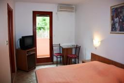 Студия (гостиная+кухня). Черногория, Каменово : Студия на первом этаже в 300 метрах от моря