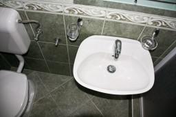 Ванная комната. Черногория, Каменово : Студия на первом этаже в 300 метрах от моря