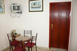 Кухня. Черногория, Каменово : Апартаменты на 4 персоны, 2 спальни, с видом на море