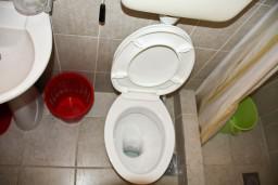 Ванная комната. Черногория, Каменово : Апартаменты на 4 персоны, 2 спальни, с видом на море