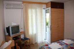 Спальня. Черногория, Каменово : Апартамент на 3 персоны, с 2 спальнями, с большой террасой