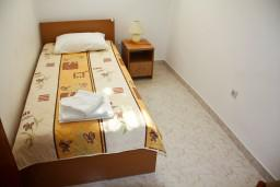 Спальня 2. Черногория, Каменово : Апартамент на 3 персоны, с 2 спальнями, с большой террасой