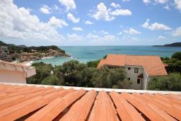 Вид на море. Черногория, Каменово : Студия с террасой с шикарным видом на море, 150 метров от пляжа