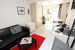 Гостиная. Черногория, Каменово : Апартамент с отдельной спальней, 150 метров от пляжа